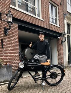 #meijsmotorman #lilkleine #amsterdam #electricbike Woodworking Techniques, Electric Cars, Biking, Amsterdam, Wheels, Track, Bicycle, Vehicles, Board