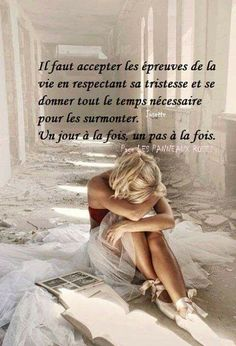 We must accept the challenges of life respecting its sadness and give all the necessary time to overcome it. One day at a time. One step at a time. Positive Attitude, Positive Quotes, Positive Mind, Jolie Phrase, Tu Me Manques, French Quotes, Self Talk, True Feelings, Change Quotes