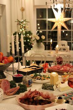 Christmas buffet Swedish Christmas Food, Christmas Buffet, Christmas Town, Scandinavian Christmas, Rustic Christmas, Christmas Traditions, Christmas Holidays, Christmas Specials, Christmas Feeling