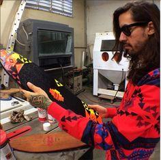 """Ja es ist ein Werbevideo und alleine deshalb schon nicht so real wie """"All I need"""", aber scheißegal – ich finde es trotzdem obersweet und auch die Story hinter STRGHT Skateboards. Gründer Gabe Willis hat die Company während der Unizeit gegründet als er 22 Jahre alt war. Er eröffnete einen Instagram Account und die Leute flippten aus als sie die bunten, mit Blumen oder Navajomuster verzierten old Skool Decks aus original amerikanischem Holz sahen."""