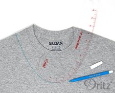 T-Shirt Refashioning: Six Must-Know TechniquesYou can find Shirt refashion and more on our website.T-Shirt Refashioning: Six Must-Know Techniques T-shirt Refashion, Diy Clothes Refashion, Refashioned Clothes, Sweatshirt Refashion, Shirt Makeover, Umgestaltete Shirts, Band Shirts, Sewing Alterations, Clothing Alterations