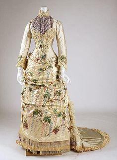 Traje de baile 1880