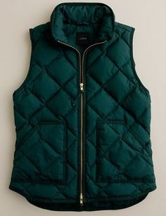 Crew hunter green quilted vest in extra small. Would prefer hunter green to navy, but I can't find hunter currently for sale (Nov Fall Winter Outfits, Winter Wear, Autumn Winter Fashion, Fall Fashion, Chaleco Casual, Vetements Clothing, Green Vest, Mein Style, Quilted Vest