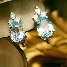 VINTAGE AQUAMARINE RHINESTONES CLIP ON EARRINGS SO PRETTY LADIES  1 BIG AQUARIUM STONE THREE SMALL RHINESTONES Vintage Jewelry Earrings