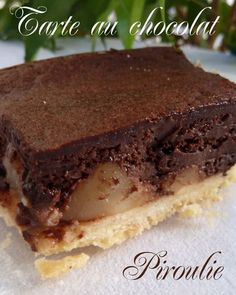 Sparkling chocolate and pear tart (with the sweet paste of Pierre Hermà . Pureed Food Recipes, Gourmet Recipes, Sweet Recipes, Dessert Recipes, Chefs, Desserts With Biscuits, Pear Tart, French Patisserie, Sweet Pastries