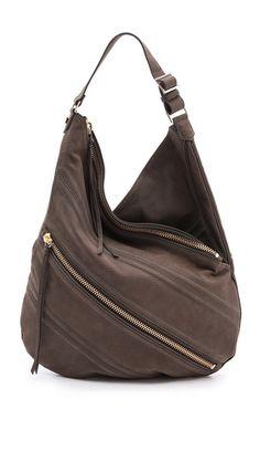 The best handbags for your body type - Melanie Knopke Hobo Purses, Hobo Bags, Shoulder Handbags, Shoulder Bags, Best Handbags, Women's Accessories, Leather Shoulder Bag, City Fashion, Lady