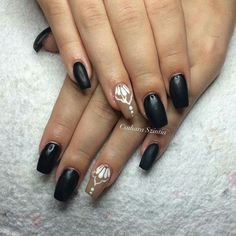Szintia is készített fekete-fehér körmöt, olyan Magdi Szépségszalonos :)  www.magdiszepsegszalon.hu/kezeslabapolas  #nailcolors #nails #beautynails