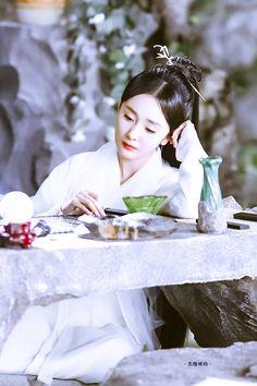 Yang Mi 杨幂 Three Lives, Three Worlds, The Pillow Book 三生三世枕上书 2020 Third Kamikaze, Powerful Love Spells, Love Dream, Peach Blossoms, Eternal Love, Androgynous, Beautiful Asian Girls, Asian Beauty, My Idol