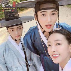 Gong Seung Yeon, Flower Crew, Drama Korea, Paros, Kim Min, Riding Helmets, Kdrama, Behind The Scenes, Marriage