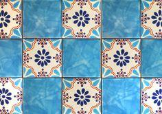 メキシコタイル 100角 柄|キッチン洗面のアクセントやDIYにかわいいタラベラ メキシカンタイル|【タイル通販】ボウクス・タイルマーケット Tile Patterns, Tiles, Blanket, Interior, Bath, Wall Tiles, Blankets, Bathing, Indoor