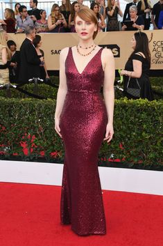 2017 SAG Awards: Bryce Dallas Howard wore a red sequin Dress the Population fitted gown. Red is a beautiful color on Bryce! This dress fits her like a glove! One of her best looks Bryce Dallas Howard, Celebrity Red Carpet, Celebrity Style, Sag Awards, Awards 2017, Dress The Population, Red Carpet Looks, Red Carpet Dresses, Red Carpet Fashion