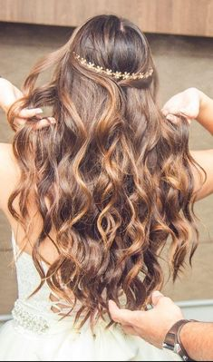 Wedding Hair Down Vintage Half up Half Down Wedding Hairstyle with Gold Floral Crown For Long Hair - Hairstyles For Round Faces, Down Hairstyles, Pretty Hairstyles, Wedding Hairstyles, Hairstyles 2018, Curly Hair Styles, Short Curly Hair, Wedding Hair Down, Hair 2018