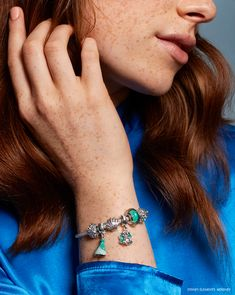 Go under the sea with PANDORA Disney charms inspired by the Little Mermaid. Crafted from sterling silver and aquamarine Murano glass, these oceanic treasures shine beautifully on bracelets alongside Ariel's famous green dress
