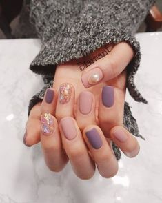 Minimalist nails - Pin by Nagel Design on Nagel Design in 2019 – Minimalist nails Shellac Designs, Nail Polish Designs, Nail Art Designs, Nails Design, Minimalist Nails, Manicure E Pedicure, Nagel Gel, Nail Decorations, Halloween Nails