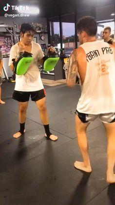 Taekwondo Techniques, Muay Thai Techniques, Martial Arts Techniques, Self Defense Techniques, Mixed Martial Arts Training, Martial Arts Workout, Self Defense Moves, Self Defense Martial Arts, Mma Workout
