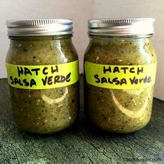 A delicious Hatch Salsa Verde Recipe that's perfect as a dip or to slow cook with pork or make green chile enchiladas. Hatch Green Chili Recipe, Green Chili Salsa, Green Chili Recipes, Chili Canning Recipe, Chili's Salsa Recipe, Canning Recipes, Hatch Chile Salsa, Hatch Chili, Chimichurri