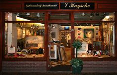 Lijstenmakerij 't Huysche Purmerend, restauratie en schoonmaken olieverfschilderijen, borduurwerken inlijsten, antieke prenten, oude kaarten, etsen, ophangsystemen, advies