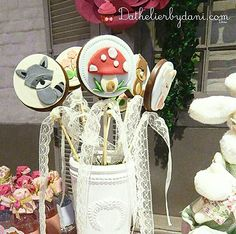 #pirulito personalizado com o tema #Bosque #Encantado da Dathelier by Dani em festa realizada no #buffetminiland #minilandbuffet 🎈 🎈