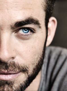 Chris Pine, why hello gorgeous eyes! Hello Gorgeous, Gorgeous Men, Chris Pine Eyes, Pretty People, Beautiful People, We Are The World, Attractive Men, Portraits, Portrait Paintings