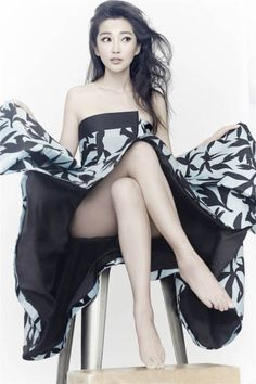 Actress Li Bingbing never goes long without a photoshoot. If you're looking to see more of herself, she recently Weibo'd herself doing the ALS challenge and will be starring as a snow … Pretty Asian, Beautiful Asian Women, Beautiful Legs, Fan Bingbing, Asian Woman, Asian Girl, Asian Ladies, Star Wars, Chinese Actress