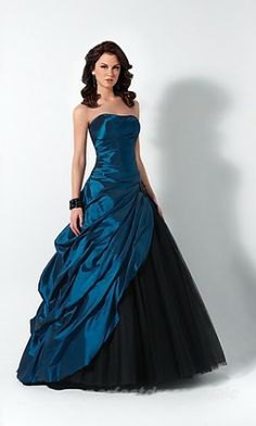 This would be gorgeous with sleeves/a shrug!!!