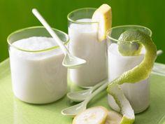 Kokos-Bananen-Smoothie: Köstlicher Fit- und Sattmacher. Der Smoothie aus fettarmer Kokosmilch und Banane erfüllt Ihr Kalzium-Tagessoll zu rund 70 %.