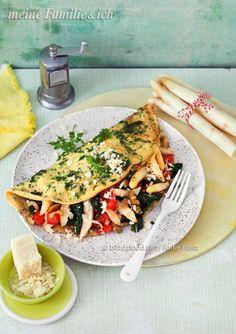 Gesund und lecker, mit Spinat, Tomaten und Oliven. Ein herrlicher Crêpe, der schmeckt der ganzen Familie.