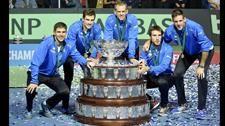 El equipo argentino en Zagreb con la Copa Davis