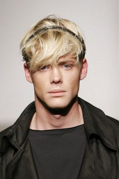 Stylish guys with blond hair – Latest hairstyles Call all people with blond hair or bleached Hair! We've collected the best blonde hairstyle ideas that can help you refresh your look with a fresh. Fringe Hairstyles, Hairstyles With Bangs, Cool Hairstyles, Blonde Hairstyles, Blonde Hair With Bangs, Blonde Hair Blue Eyes, Hair Styles 2014, Short Hair Styles, Short Hairdo