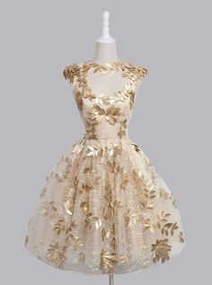 Elegant A-line Knee-length Capped Sleeves Appliques Homecoming Dress