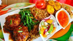 Surinaams eten – 5-Sterren Nasi Trafasie (nasi met ketjap kip, gebakken banaan, zuurgoed en nasi tomaat sambal)