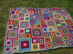 Hæklet tæppe - Tæpper - Uniqa-Messen