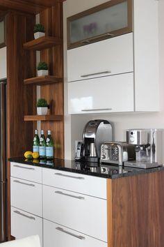 Kitchen Reno, Kitchen Layout, Kitchen Remodel, Kitchen Design, Small Modern Kitchens, Luxury Kitchens, Coffee Station Kitchen, Glass Backsplash Kitchen, Cozy Cafe