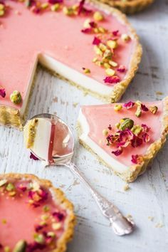 Pistachio Rose Panna Cotta Tart, with it's pistachio tart crust, rose panna co. Pistachio Rose Panna Cotta Tart, with it's pistachio tart crust, rose panna cotta filling and rose jelly topping is an attractive tart simply good for. Just Desserts, Delicious Desserts, Yummy Food, Healthy Desserts, Baking Desserts, Dinner Healthy, Healthy Summer, Tasty Food Recipes, Cool Recipes