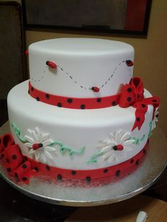 Ladybug Cake and more pretty cakes to see !
