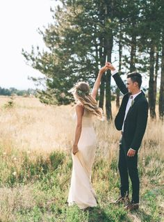 Bride And Groom | Wedding Inspiration by www.lafabriqueareves.com