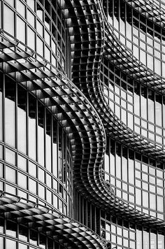 Alcoa building Pittsburgh The juxtaposition of curved lines over the perpendicular lines of this structure create a visually engaging and appealing pattern.