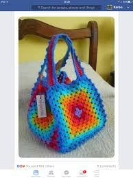 Crochet Handbags belo colorido - You will love to learn how to make a Crochet Granny Square Bag and it's perfect for your yarn. It's just one of several easy ideas and it's quick and easy to make and looks great. Check out all the FREE Patterns now. Bag Crochet, Crochet Handbags, Crochet Purses, Crochet Crafts, Crochet Summer, Diy Crafts, Granny Square Bag, Granny Square Crochet Pattern, Crochet Granny