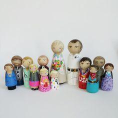 Custom peg family of 13 // personalized peg dolls // door PegandPlum, $170.00