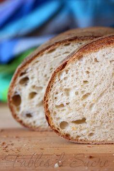 Pane semplice con pasta madre, il modo più facile e veloce per riscoprire l'antico rito della panificazione, e portare sulla nostra tavola una genuina bontà