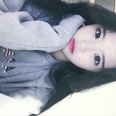 ✿  Fotos ☆ Korean Girl Photo, Cute Korean Girl, Cute Asian Girls, Cute Girls, Girl Korea, Asia Girl, Ulzzang Fashion, Korean Fashion, Korean Beauty