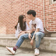 Find images and videos about love, cute and couple on We Heart It - the app to get lost in what you love. Mode Ulzzang, Ulzzang Korea, Korean Ulzzang, Ulzzang Girl, Couple Goals, Cute Couples Goals, Couple Posing, Couple Shoot, Korean Couple Photoshoot