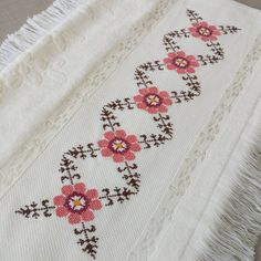 Small Cross Stitch, Cross Stitch Heart, Cross Stitch Borders, Cross Stitch Flowers, Cross Stitch Designs, Cross Stitch Patterns, Hand Embroidery Design Patterns, Cushion Cover Designs, Palestinian Embroidery