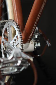 Piekny rower zasługuje na stosowne środki ochronne. Polecamy preparaty Motip serii Cycling - na zimowo-wiosenne włóczęgi w błocie i resztkach śniegu.