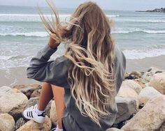 Beach Hair :: Natural Waves :: Brunette + Blonde :: Summer Highlights :: Messy Manes :: Long Locks :: Discover more DIY Easy Hairstyle Photography + Style Inspiration Pretty Hairstyles, Girl Hairstyles, Beach Hairstyles, Hairstyle Men, Unique Hairstyles, Formal Hairstyles, Latest Hairstyles, Wedding Hairstyles, Hair Inspo