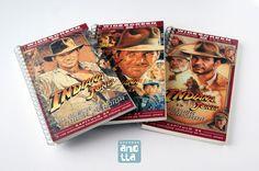 Libretas hechas a mano reciclando las cajas de viejas películas de vídeo VHS.