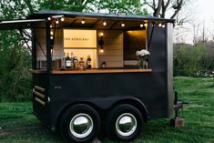 The Aero Bar - Nashville's Premier Mobile Bar Service. Elevate your event with a unique mobile bar and craft cocktails. Food Cart Design, Food Truck Design, Mobile Bar, Mobile Food Cart, Mobile Food Trucks, Kombi Food Truck, Mobile Coffee Shop, Mobile Coffee Cart, Foodtrucks Ideas
