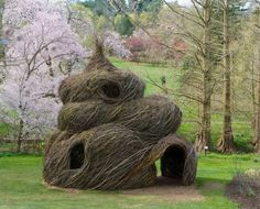 Wasp Nest House?  (Sculptor Patrick Dougherty  Found on the189.com)