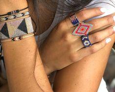 Anillo Miyuki Rombo Bead Embroidery Jewelry, Beaded Embroidery, Beaded Rings, Beaded Jewelry, Brick Stitch, Peyote Stitch, Seed Beads, Friendship Bracelets, Jewerly