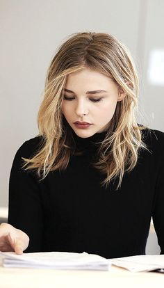 So I'm changing my face claim to Chloe Grace Moretz as she is casted as one of the main characters in my new wattpad story, vanished! Also we look a lot a like so yeah :P Chloë Grace Moretz, Chloé Moretz, Look Star, Fall Hair Trends, Actrices Sexy, My Hairstyle, Good Hair Day, Shoulder Length Hair, Neck Length Hair